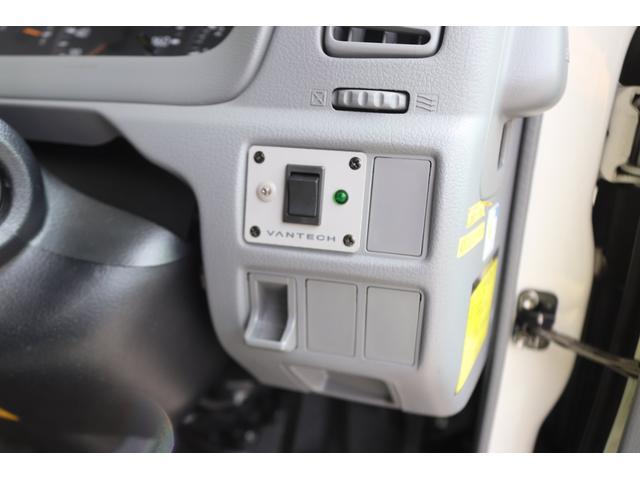 キャンピングカー バンテック ジル520 ディーゼル 4WD 6名乗車 FFヒーター トリプルサブバッテリー 冷蔵庫 サイドオーニング マックスファン 液晶TV 1500Wインバーター シンク 2口コンロ 家庭用エアコン 常設2段ベッド(24枚目)