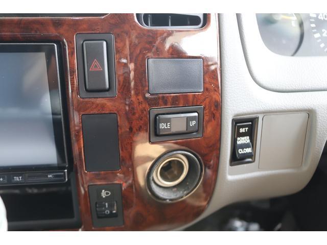 キャンピングカー バンテック ジル520 ディーゼル 4WD 6名乗車 FFヒーター トリプルサブバッテリー 冷蔵庫 サイドオーニング マックスファン 液晶TV 1500Wインバーター シンク 2口コンロ 家庭用エアコン 常設2段ベッド(30枚目)