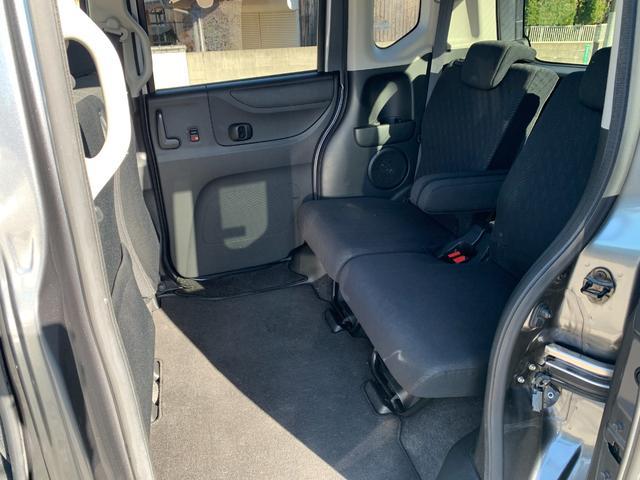 リア席の足元も広くとられてあります。