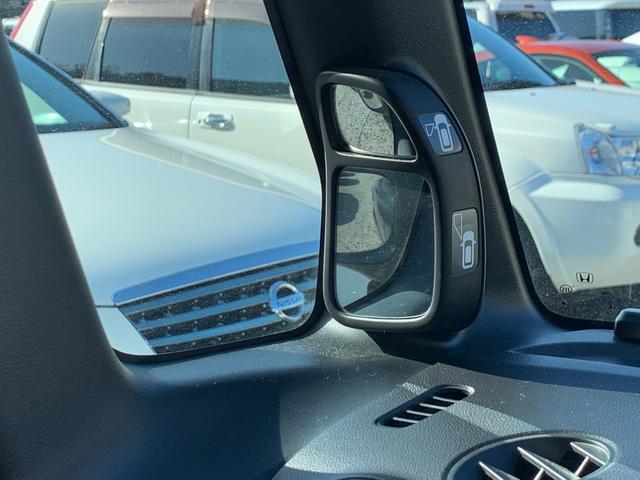 車体左下の死角となるスペースも、ミラーリングで確認することができます。