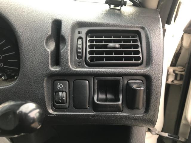 U 4WD 5速マニュアル車 2インチリフトアップ公認 15インチブロックタイヤ サブウーファー シート変更 メモリーナビ フルセグTV DVD再生(28枚目)