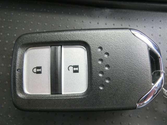 e:HEVネス ワンオーナー車 記録簿 禁煙車 ナビフルセグTV バックカメラ スマートキー LEDヘッドライト 衝突軽減ブレーキ(19枚目)