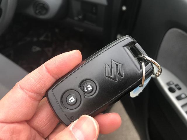 【スマートキー】キーはポケットの中にいれたままでドアロック解除からエンジンスタートまでできる優れもの。