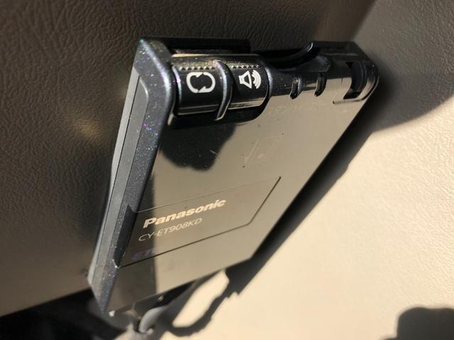 タイプS 4WD 新品ナビ 1ナンバー サンルーフ 革シート バックカメラ ヘッドレストモニター エンジンスターター BOSEスピーカー 社外22AW ヒッチメンバー 4本出ワンオフマフラー ローダウン LEDライト&フォグ 社外マフラー メッキパーツ(17枚目)