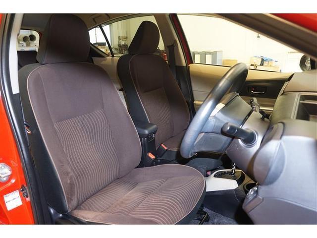 厚みがありふんわりとした運転席と助手席は、ホールド性があり長時間の運転でも疲れにくいですよ☆
