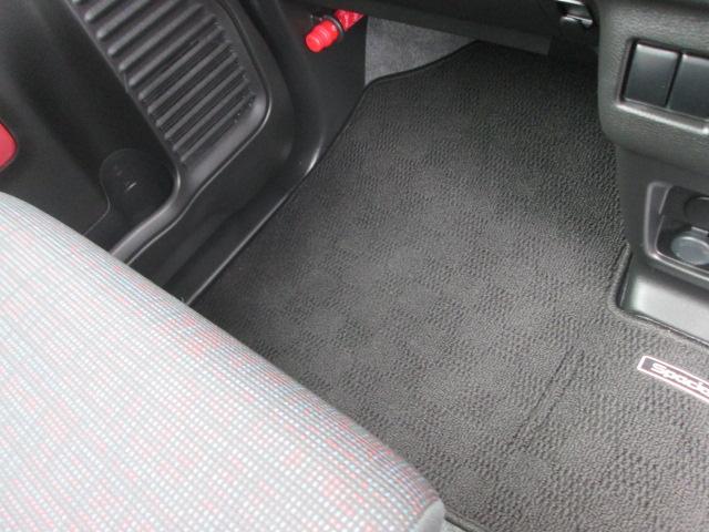 スズキセーフティサポート装着車 フロアマットジュータン装着車(13枚目)