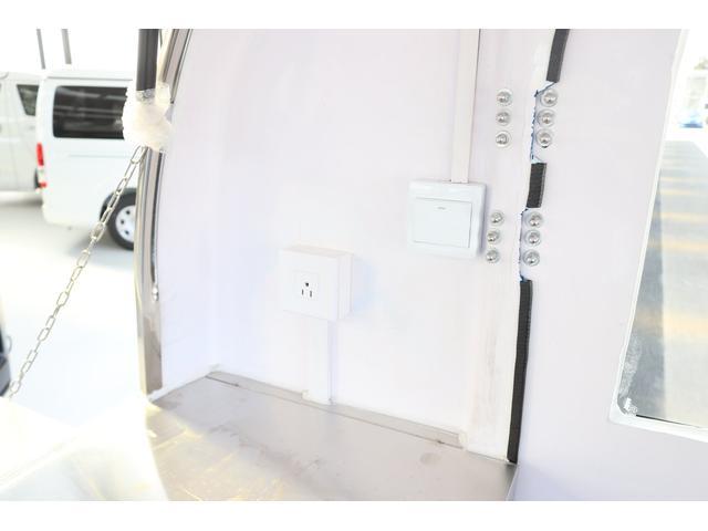 室内には100V電源もございます。