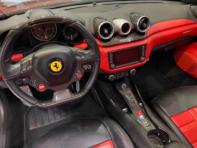 F1 DCT 特注カラーROSSO CALIFORNIA カーボンファイバーステアリング+LED フロントカメラ リアカメラ ROSSOブレーキキャリパー DAYTONA STYLEシート 20インチ鍛造ホイール(7枚目)
