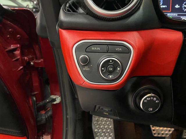 F1 DCT 特注カラーROSSO CALIFORNIA カーボンファイバーステアリング+LED フロントカメラ リアカメラ ROSSOブレーキキャリパー DAYTONA STYLEシート 20インチ鍛造ホイール(33枚目)