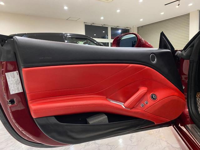 F1 DCT 特注カラーROSSO CALIFORNIA カーボンファイバーステアリング+LED フロントカメラ リアカメラ ROSSOブレーキキャリパー DAYTONA STYLEシート 20インチ鍛造ホイール(35枚目)