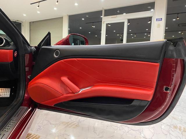 F1 DCT 特注カラーROSSO CALIFORNIA カーボンファイバーステアリング+LED フロントカメラ リアカメラ ROSSOブレーキキャリパー DAYTONA STYLEシート 20インチ鍛造ホイール(36枚目)
