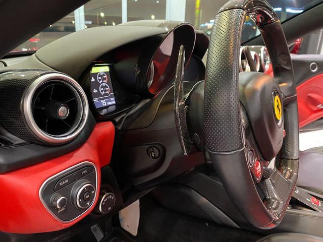 F1 DCT 特注カラーROSSO CALIFORNIA カーボンファイバーステアリング+LED フロントカメラ リアカメラ ROSSOブレーキキャリパー DAYTONA STYLEシート 20インチ鍛造ホイール(37枚目)