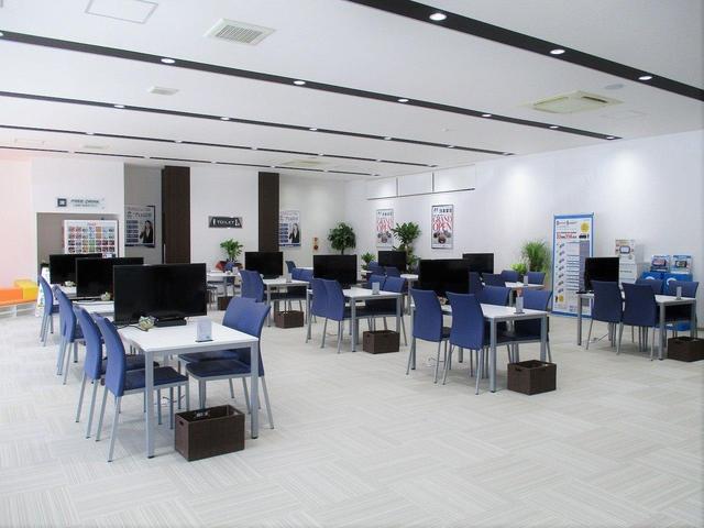 3月の内装リニューアルにより、全25席の商談テーブルを準備!落ち着いた空間でお話しをさせていただくことができます♪