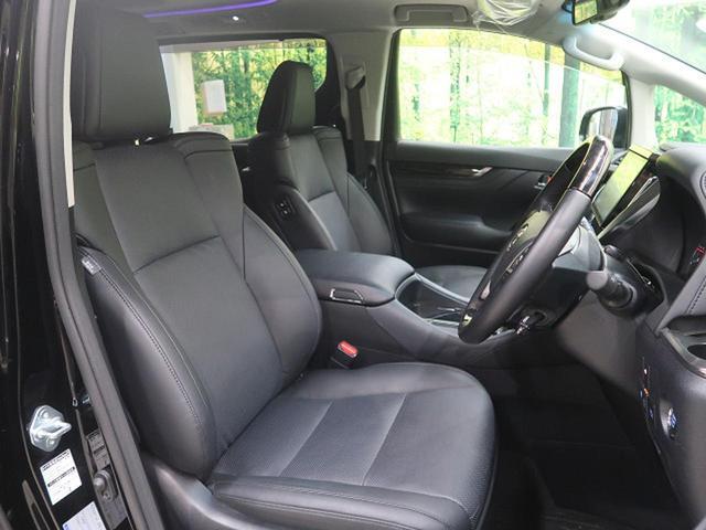 運転席は広くストレスを感じることなくドライブを楽しんでいただけます♪