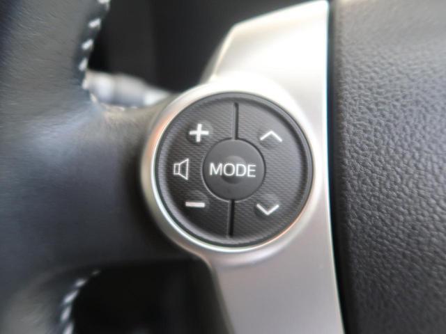 【ステアリングリモコン】運転中でも目線はそのまま、手元のスイッチで安全にオーディオが操作できます。