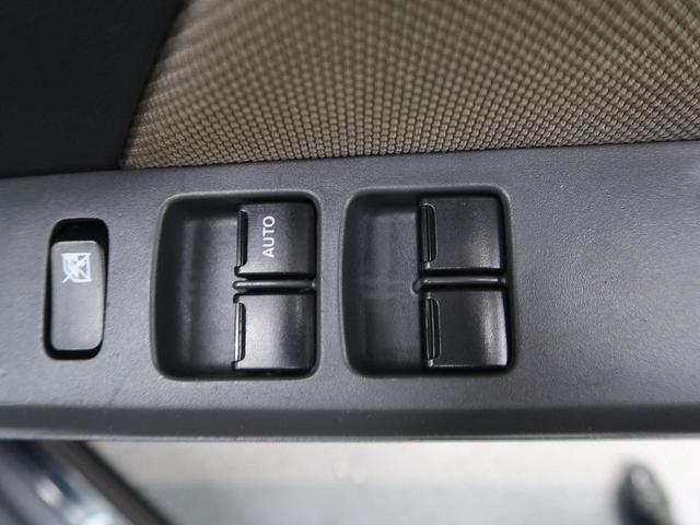 運転席のみオートで窓の開閉ができます。