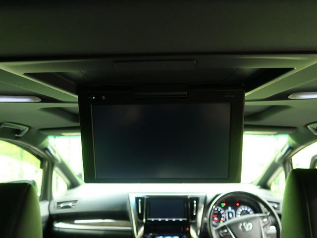 【純正12型フリップダウンモニタ】カーナビで再生したDVD映像などを後席で観られる後席モニタ。前席と後席でそれぞれが楽しめる前後個別再生機能も。ドライブがより楽しくなります。