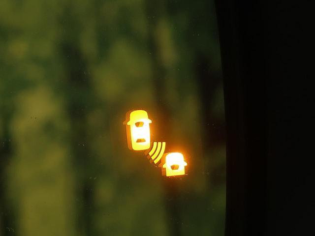 ハイウェイスターV 登録済未使用車 セーフティパックA アラウンドビューモニター プロパイロット ハンズフリーパワースライドドア エマージェンシーブレーキ 踏み間違い防止アシスト 車線逸脱警報 リアオートエアコン(9枚目)