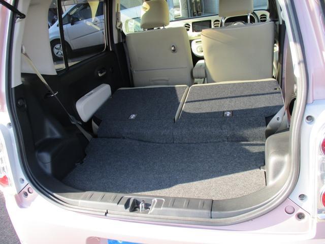 後部座席を倒したらトランク内が広くなり大きな荷物が積めるのでお買い物に便利です!