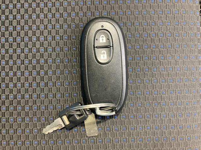 T ヘッドランプ HID/EBD付ABS/エアバッグ 運転席/エアバッグ 助手席/アルミホイール/パワーウインドウ/エンジンスタートボタン/キーレスエントリー/オートエアコン/パワーステアリング(13枚目)