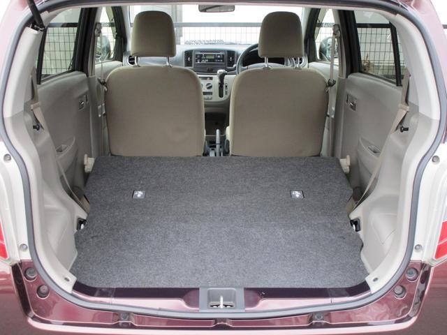 大きな開口部の荷室スペースはとても広々としております。大きな荷物も収納できちゃいますよ(^◇^)。後ろの座席を前に倒すと荷物もたっぷり入りますよ〜