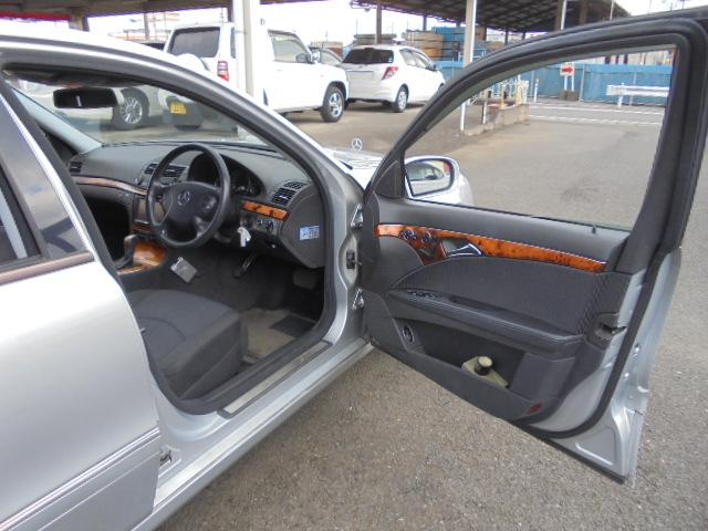 E280 社外ナビ 17インチAW ディーラー車 右ハンドル(13枚目)