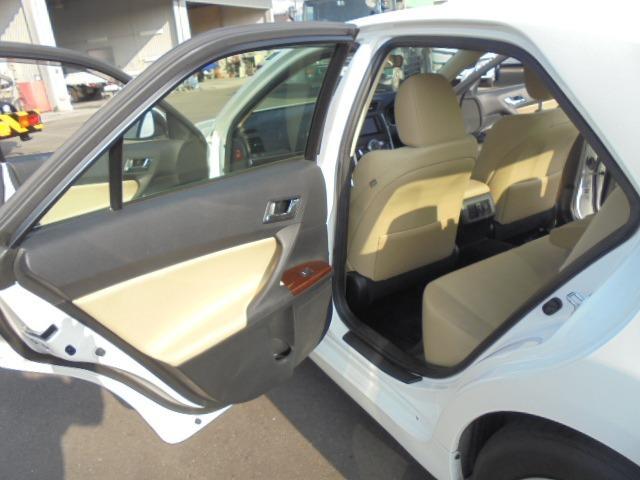 250G Fパッケージ ワンオーナー車・メモリーナビ・地デジフルセグTV・DVD再生・Bluetooth・純正キーレス・オートAC・HIDヘッドライト(5枚目)