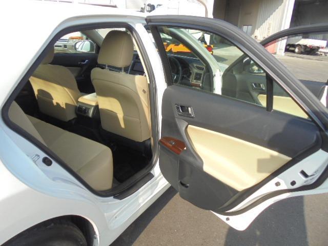 250G Fパッケージ ワンオーナー車・メモリーナビ・地デジフルセグTV・DVD再生・Bluetooth・純正キーレス・オートAC・HIDヘッドライト(15枚目)