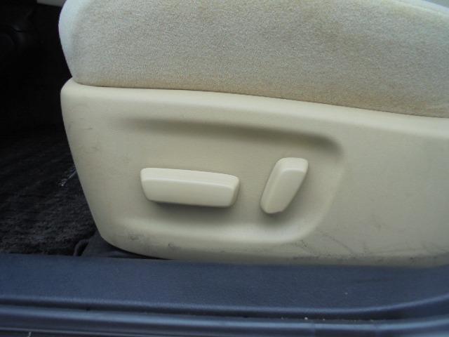 助手席側も電動シートです。