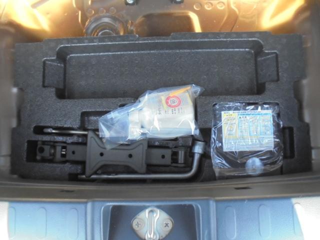 ジャッキ・工具・パンク修理キット車内に有ります。