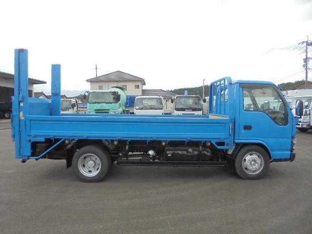 トラック部門は1,800坪敷地内に総在庫約140台〜〜鋭意仕入れ強化中です!!
