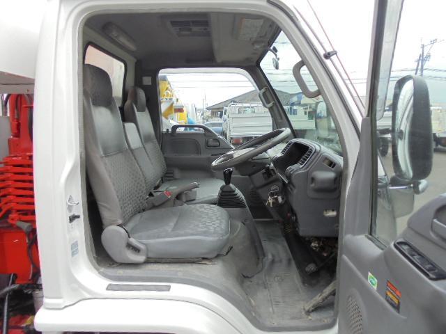 いすゞ エルフトラック 3.9t 3段クレーン