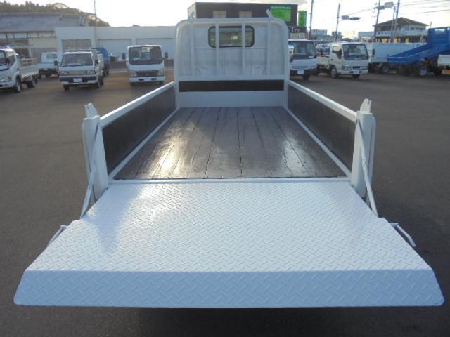 荷台長さ303×幅160cmです。