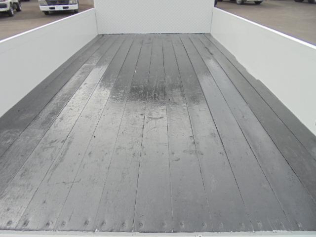 荷台床板張りです。