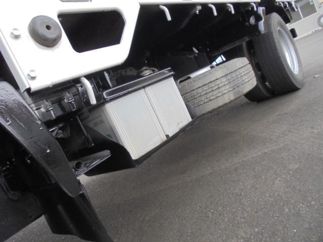 2.0tディーゼル・低床平ボディ・5速ミッション・集中ドアロック・左電動格納ドアミラー(30枚目)