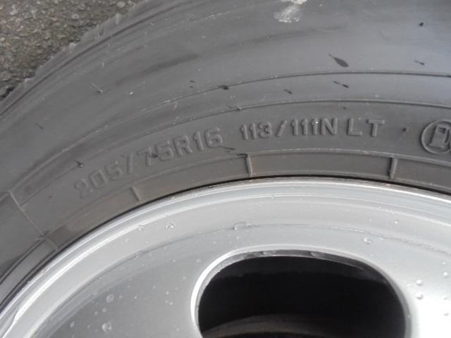 タイヤ 205/75R16 113/111N LT 全輪4分山程度です。