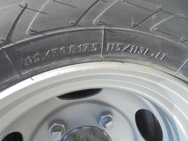 タイヤ 205/70R17.5 115/113L LT 7分山もひび割れ全輪交換を要します。