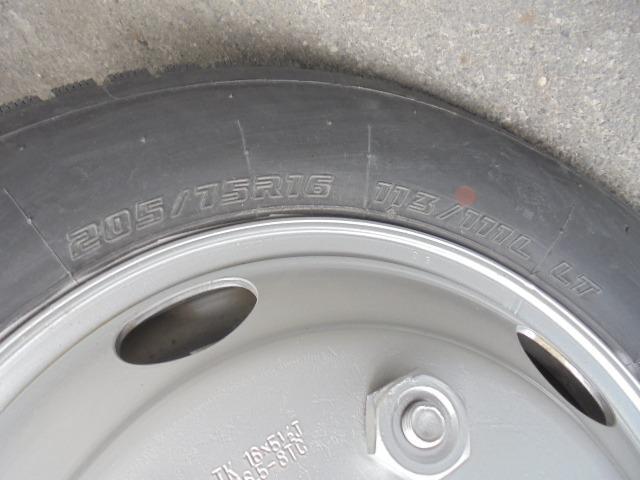 タイヤ 205/75R16 113/111L LT 全輪6分山程度です。