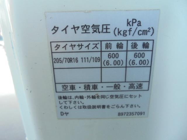 タイヤ 205/70R16 111/109 4本5分山 2本は交換を要します。