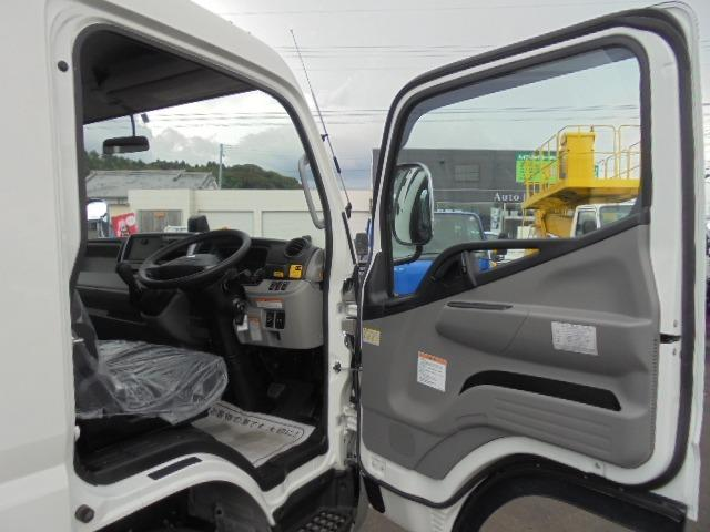 3.25t ディーゼル フラトップ積載車 衝突被害軽減ブレーキサポート 車線逸脱警報装置 車両安定制御装置 上物ラジコン付き メッキパーツ キーレス 5速マニュアル車(11枚目)
