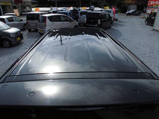 車体カラーは黒ですが、メタリック・パールが塗料に入っているためキラキラと輝き気品のある光沢を出しています。