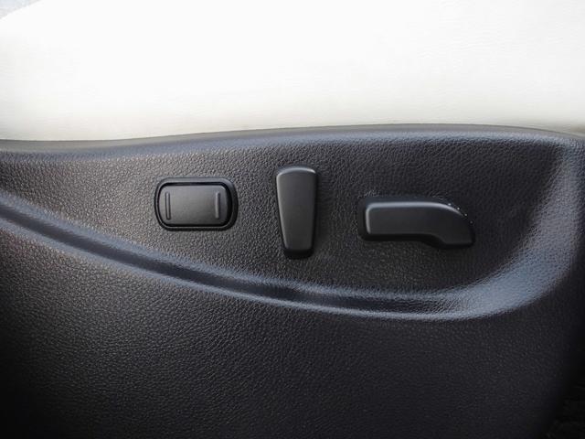 運転席・助手席は電動パワーシート設計。リクライニング・オットマンも全て電動。快適性・機能性・使い勝手全てを兼ね備えます。
