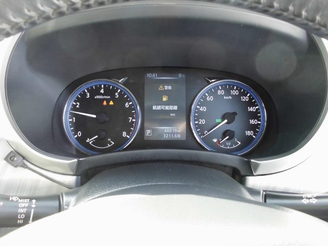 メーターは運転手から見やすい位置にあり、ガソリンの残量や速度等を確認しやすいです。
