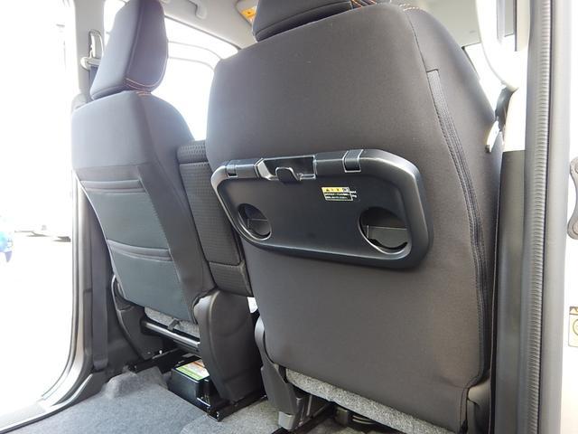 【運転席・助手席背面】助手席側にシートバックポケット、運転席側にシートバックテーブルが付いています♪