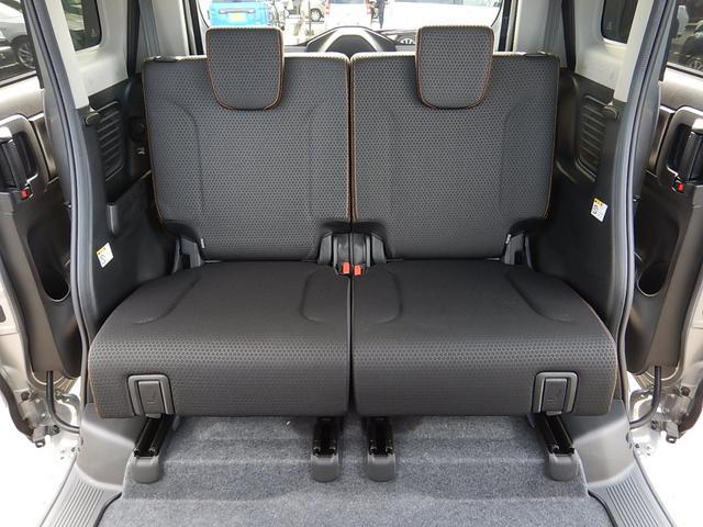 【後部座席全景】ゆったり座れる後部座席です♪左右独立で前後スライドできるので室内空間を無駄なく使えますよ♪