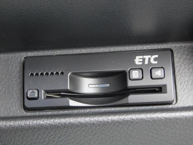 ベースグレード 5速マニュアル ターボ車 純正15インチAW フロントRECAROシート ETC ディスプレイ付オーディオ CD BluetoothAudio バックカメラ オートリトラミラー プッシュスタート(6枚目)