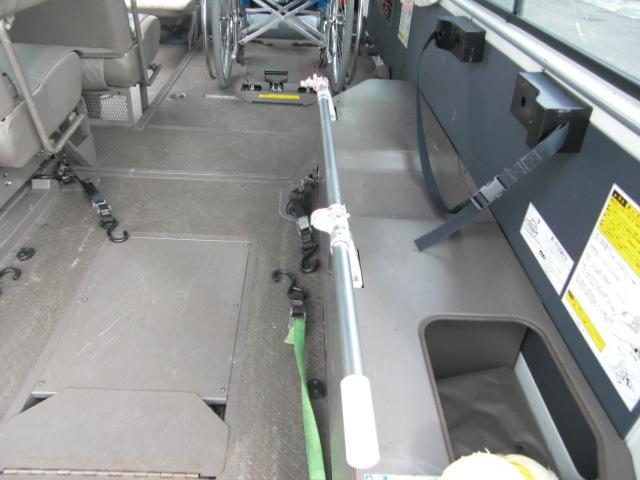 車いす仕様車 8人乗車いす2基 4WD ディーゼル(15枚目)