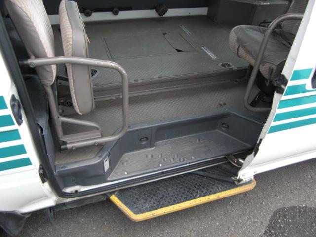 車いす仕様車 8人乗車いす2基 4WD ディーゼル(16枚目)