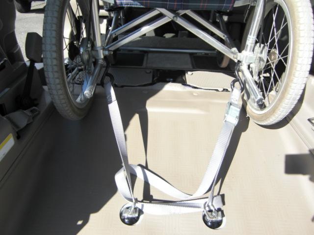スローパー 3人乗 Rブレーキ ナビTV Bカメラ 福祉車両(10枚目)