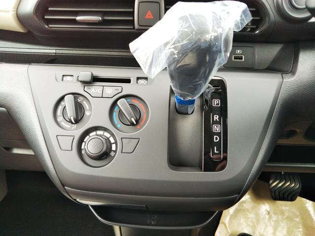 S 届出済未使用車 エマージェンシーブレーキ コーナーセンサー キーレスエントリー 集中ドアロック ベンチシート プライバシーガラス(11枚目)
